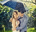 Sesja ślubna w letnim deszczu